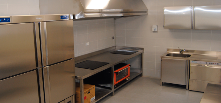 Boreal comunicaciones mobiliario de cocinas industriales for Mobiliario para cocina